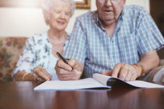 https://www.falcimmo.de/assets/images/e/senioren-unterschreiben-testament-687d550a.jpg